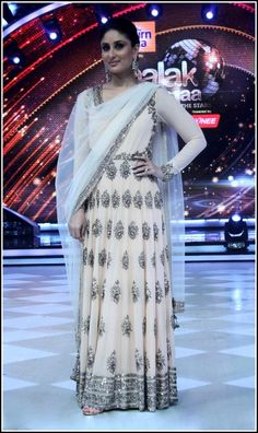 Kareena Kapoor in Manish Malhotra