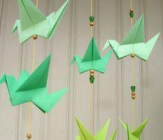 Step by step. fremgangsmåter: Uro av origamifugler