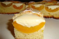 Peach pie with cream CREAM INGREDIENTS: ● canned peaches ● flour ● butter ● Sahara ● 5 eggs ● 2 hours. Hungarian Cake, Homemade Pastries, Peach Cake, Pie Tops, Canned Peaches, Good Food, Yummy Food, Russian Recipes, Dessert Recipes