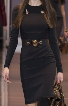 Versace Ready To Wear Autumn 2014 Body con dress, easy to wear, Great styling http://www.sewingavenue.com/