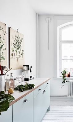 I'm not a big vintage buyer myself, although I have a few pieces in our place. When I see this bright home decorated with these mid century pieces I'm so inspired though. The mint green kitchen with the teak dining … Continue reading → Home Decor Kitchen, Kitchen Interior, Home Kitchens, Kitchen Dining, Refacing Kitchen Cabinets, Cabinet Refacing, Cocinas Kitchen, Mint Green Kitchen, Scandinavian Kitchen