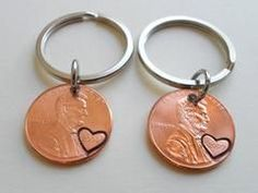 Double 2009 Penny keychain Set, 11 Year Anniversary Gift with Heart Engraved on Year. 12 Year Anniversary Gifts, Anniversary Ideas, Ruby Anniversary, Bday Gifts For Him, Hand Gestempelt, Romantic Gifts For Her, Gifts For Your Boyfriend, Boyfriends, Year 7