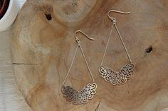 bijoux fins de créatrice , boucles d'oreilles pendantes en argent massif et laiton argenté pour un style bohème-chic et tendance
