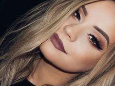 Con solo una línea sobre el párpado, nuestros ojos pueden cambiar muchísimo. Este pequeño detalle en nuestro maquillaje es básico, pero eso no quiere decir que siempre tengas que llevarlo de la misma manera.Por eso te dejamos estos 10 estilos distintos para delinear tus...