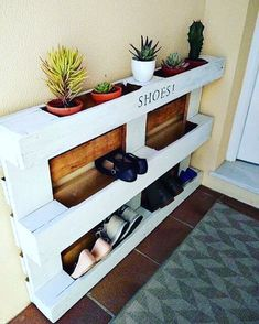 Ideas Pallet diy easy pallet shoe rack, diy, pallet, storage ideas - We built a custom DIY shoe rack for our garage. It's made from plywood and poplar using brad nails and pocket screws. The finish coat is just a basic semi-gloss… Home Projects, Interior, Diy Furniture, Pallet Shoe Rack, Wood Pallets, Home Decor, Diy Pallet Furniture, Home Diy, Diy Shoe Rack