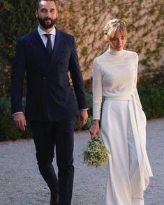 by new dress Bridal Looks, Bridal Style, Bridal Dresses, Wedding Gowns, February Wedding, Elopement Dress, Winter Bride, Minimalist Dresses, Civil Wedding