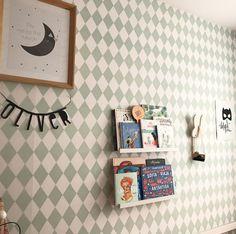 "441 Me gusta, 27 comentarios - Gi (@paraelbebe) en Instagram: ""Ya os expliqué que la habitación de Sofía cambiaría mucho para poder compartirla con Óliver.…"" Kids Wall Decor, Photo Wall, Frame, Instagram, Home Decor, Home, Homemade Home Decor, Photography, A Frame"