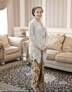 Dian Sastro look like Raden Ajeng Kartini Kebaya Modern Dress, Kebaya Dress, Batik Kebaya, Batik Dress, Kimono, Traditional Fashion, Traditional Dresses, Kebaya Wedding, Wedding Dresses