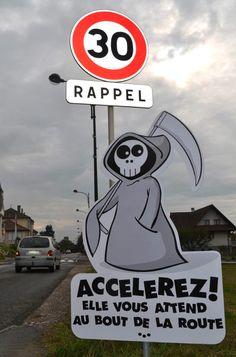 Un village de Haute-Savoie installe de drôles de panneaux contre la vitesse - GOLEM13.FR : GOLEM13.FR