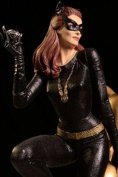 1966 Catwoman Julie Newmar statue fron Tweeterhead