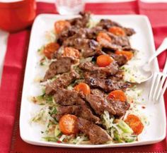 Lemongrass seared beef and green pawpaw salad - Healthy Food Guide Healthy Salads, Healthy Recipes, Healthy Food, Yummy Recipes, Gluten Free Rice, Lemon Grass, Main Meals, Cherry Tomatoes