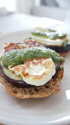 Eggplant and halloumi burger with pesto (in finnish)