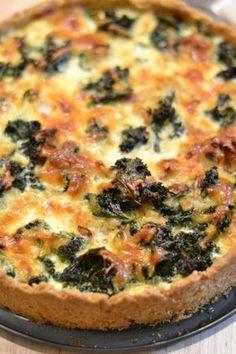 Lehtikaali teemaviikko jatkuu blogissa Lehtikaalipiirakan muodossa tai pikemminkin Lehtikaali-pekonipiirakan muodossa. Fruit Bread, Savory Pastry, Good Food, Yummy Food, Cooking Recipes, Healthy Recipes, Creative Food, Diy Food, Vegetable Pizza