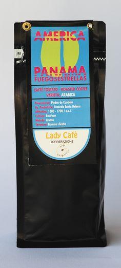 Caffè PANAMA FUEGO5ESTRELLAS Arabica lavato ad acqua, nasce A Panama in America, nella zona selvaggia di Piedra de Candela, dalla selezione manuale della varietà Bourbon, coltivate ad un'altitudine compresa tra i 1300 ed i 1700 mt. S.I.M. Tostato a fuoco diretto, Fuego è un caffè di grande struttura ed intensità. Leggi di più..