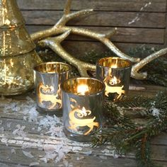 Golden reindeer, antlers & glass christmas tree. Easy and decorative - I love it... CuteChristmas.dk