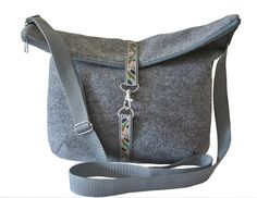 Felt shoulder bag gray  casual & spacious by MargritliDesign