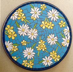 Felicity Ball mosaics: The making of a mosaic bistro table Mosaic Tile Art, Mosaic Artwork, Mosaic Diy, Mosaic Garden, Mosaic Crafts, Mosaic Projects, Mosaic Glass, Stained Glass Designs, Mosaic Designs