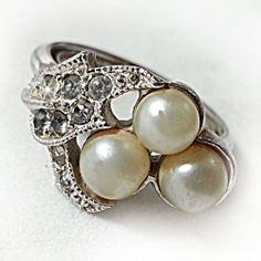 Avon Faux Pearl Ring Vintage Rhinestone Silver Tone Estate Size 6-7 Signed r163 #Avon #Cluster