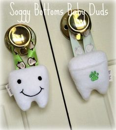 Tooth Fairy Plush Pillow Fleece Monogrammed Embroidered Pocket Hangs from Door Perfect Gift for Kids--by SoggyBottomsBabyDuds Tooth Pillow, Tooth Fairy Pillow, Felt Crafts, Fabric Crafts, Sewing Projects, Sewing Ideas, Diy Projects, Baby Sewing, Sew Baby