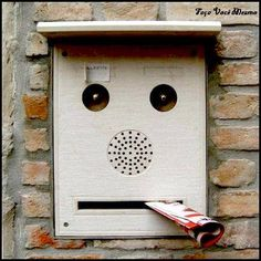 Creating fun in everyday life can make us happy. we can derive fun with the things we work with.Here is a list of some awkwardly funny faces spotted in daily life objects. Things With Faces, Random Things, Art Postal, Hidden Face, Wtf Face, Strange Places, Post Box, Animals Images, Everyday Objects
