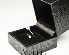 Solitario in oro bianco 18 kt con diamante naturale taglio brillante di 0,38 carati colore E purezza VVS1 #regalodimatrimonio #regaloanniversario #regalidinatale #regalonatale <3 www.anelli.it <3 info@anelli.it <3 +39 0637515305 <3 http://www.anelli.it/it/anelli-solitario/solitario-classico-0-38-carati-e-vvs1.html