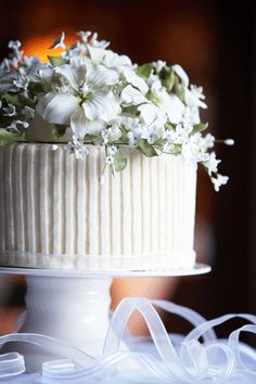 Small Wedding Cakes | ... being classy? Can't easily beat this one!Beautiful small wedding cake