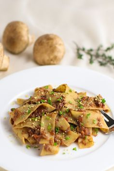 Vegan Mushroom Walnut Bolognese is a rich, hearty vegan bolognese made with mushroom and walnut 'meat,' simple seasonings--and a whole lotta love. Whole Food Recipes, Vegan Recipes, Vegan Snacks, Vegan Meals, Pasta Recipes, Free Recipes, Salad Recipes, Vegan Broccoli Salad, Quinoa Salad