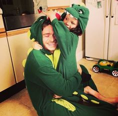 maddenrichard Today I am mostly wishing I was a dinosaur with my best friend. so, can i die from cuteness? because i think Richard just killed me with this picture Richard Madden Shirtless, Medici Masters Of Florence, Scottish Actors, King In The North, Taron Egerton, Cute Guys, Celebrity Crush, Pretty Boys, Actors & Actresses