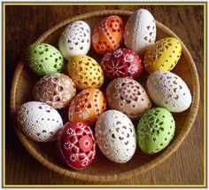 Easter eggs from Slovakia Egg Crafts, Food Crafts, Arts And Crafts, Shell Decorations, Christmas Decorations, Hoppy Easter, Easter Eggs, Egg Tree, Egg Basket