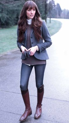 Cute equestrian style that shows your horse-loving side outside of the show ring. This casual look is simple and comfortable.