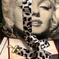 Best Gifts For Mum, Great Gifts For Girlfriend, Diy Bag Strap, Purse Strap, Silver Bags, Canvas Fabric, Purses And Handbags, Retro Fashion, Color Pop