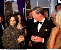 Prince et le prince Charles à Londres en 1999. Le kid de Minneapolis est mort à 57 ans le 21 avril 2016.