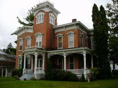 you might encounter ghosts at this upstate ny b&b. #haunted #halloween