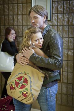 One Tree Hill - Lucas Scott (Chad Michael Murray) Haley James Scott (Bethany Joy Lenz) - Season 9 Haley James Scott, Lucas Scott, Chad Michael Murray, Best Tv Shows, Favorite Tv Shows, Favorite Things, Les Freres Scoot, Lucas And Peyton, People Always Leave