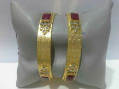 Plain Gold Bangles, Solid Gold Bangle, Gold Bangles Design, Gold Earrings Designs, Gold Jewellery Design, Arabic Jewelry, Gold Temple Jewellery, Amrapali Jewellery, Bridal Bangles