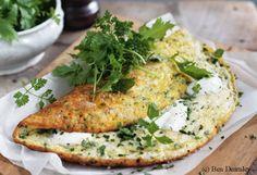 Kräuter-Ziegenkäse-Omelett mit Kräutersalat