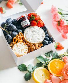 Charcuterie Gift Box, Charcuterie Recipes, Charcuterie Platter, Charcuterie And Cheese Board, Cheese Boards, Party Food Platters, Cheese Platters, Graze Box, Brunch