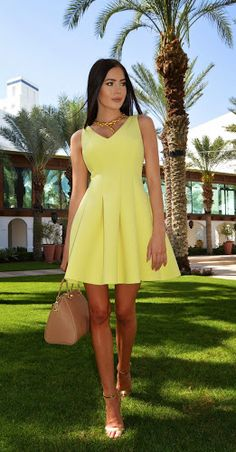 (via Laura Badura - Fashion and Beauty: Pastel Yellow - Easter OOTD) Sexy Outfits, Dress Outfits, Dress Up, Easter Outfit, Easter Dress, Pastel Yellow, Shades Of Yellow, Confirmation Dresses, Yellow Dress
