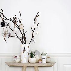 Die Osterkollektion von Bloomingville ist jetzt online. Findet Ihr alles im Shop: moderne und schlichte Osterdekoration im Scandinavian-Stil. Schöne Ornamente, Vasen, Teelichthter, Papierservietten... alles für eine schöne Ostertafel. Schaut mal rein.
