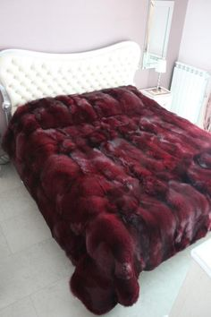Marsala Wine Bedroom Colors, Modern Bedroom Decorating with Dark Red Color – Lushome Bedroom Red, Bedroom Colors, Burgundy Bedroom, Master Bedroom, Red Bedding, Luxury Bedding, Pantone, Modern Bed Sheets, Colorful Bedding