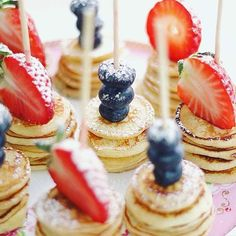 Mini pancakes  Cute idea for appetizers! Pic from @bakamedfrida