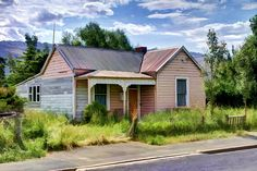 Old house, Middlemarch, Otago, New Zealand Building Art, Church Building, Building A House, Australian Architecture, Australian Homes, Abandoned Houses, Abandoned Places, Haunted Houses, Nz History