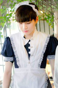 I like seeing him in that dress.. he looks sooo cutee~!! Lol