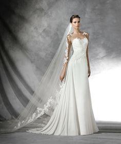 Pradal, lace wedding dress with sweetheart neckline