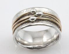Tsutsumu Spinner anillo girando el anillo por stonesthrowjewelry
