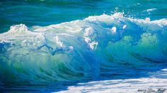 Wave and its foam by Tomoaki Kabe / Ocean Pictures, Nature Pictures, Surfing Pictures, Waves Photography, Nature Photography, Ocean Wallpaper, Photo D Art, Sea Art, Sea Waves
