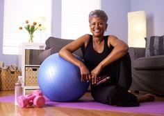 5 ejercicios para adultos mayores que se pueden hacer en casa
