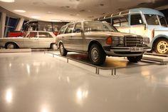 Exponate aus dem Mercedes-Benz Museum in Stuttgart