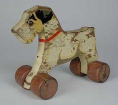 Houten hond op wielen - Museum Rotterdam