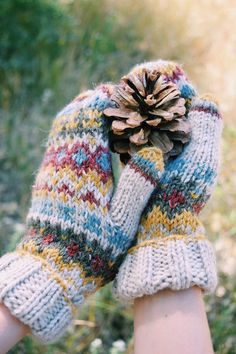 Knitting Patterns Designs 25 Creative Knitting Patterns For Crafters Of All Skill Levels. Free Aran Knitting Patterns, Tea Cosy Knitting Pattern, Mittens Pattern, Knit Mittens, Knitting Ideas, Norwegian Knitting, Beginner Knitting Projects, Creative Knitting, Chelsea